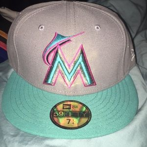 NEW ERA MIAMI MARLINS SIZE 7 1/8.